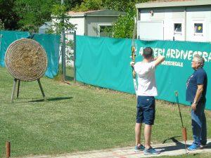 Papà Paolo si cimenta nel tiro con l'arco!