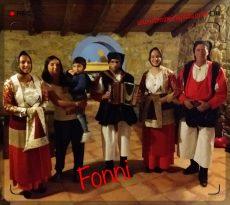 hotel cualbu e gruppo folk del paese di Fonni