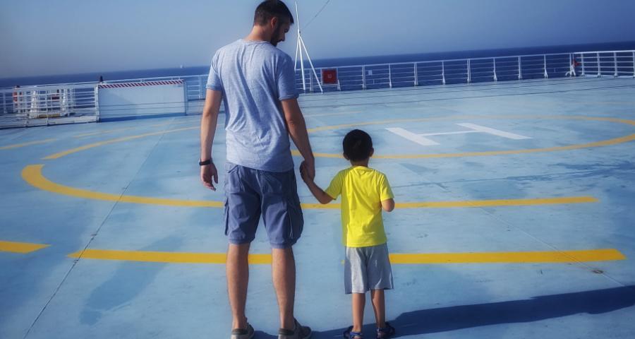 navi gialle viaggiare con bambini