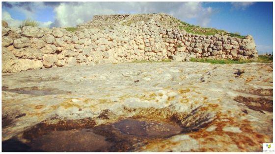 Altare di Monte d'Accoddi archeologia in Sardegna