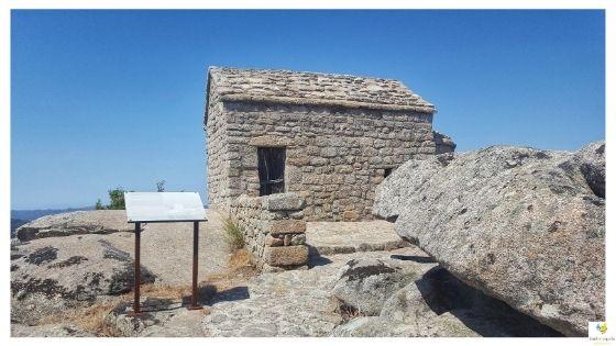 Il Castello di Balaiana e la chiesa di San Leonardo a Luogosanto Sardegna